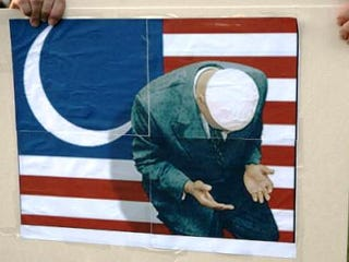Protester's sign depicts a Muslim Obama (GALI TIBBON/AFP/Getty)