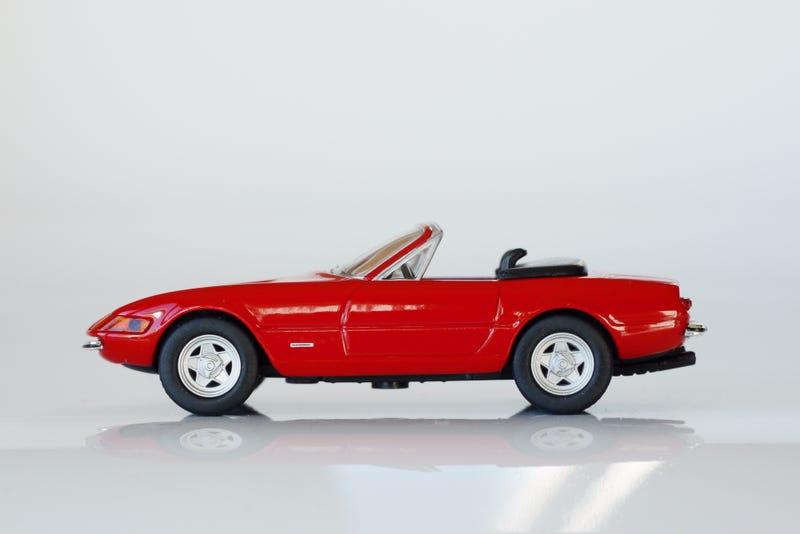 "Illustration for article titled Kyosho Ferrari 5 1/64 #11 - Project Prancing Horse #12 1971 Ferrari 365 GTS/4 ""Daytona"""