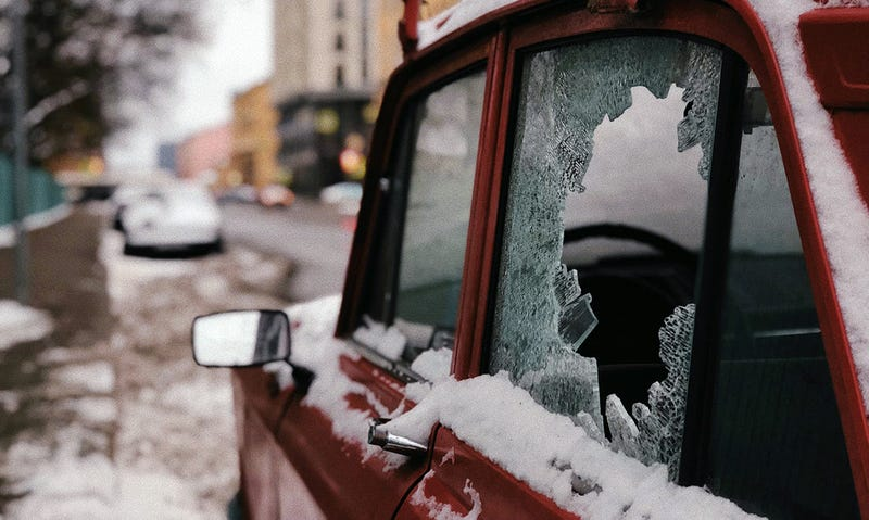 Illustration for article titled La última moda entre ladrones: usar escáneres Bluetooth para encontrar móviles o laptops ocultos en el auto