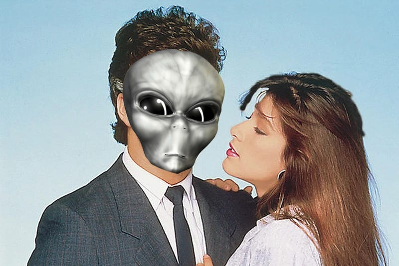 Catherine Fulop en una foto promocional de la telenovela Abigail (en la original, el actor Fernando Carrillo no es un alien)