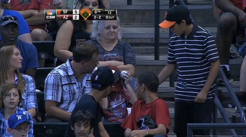 Illustration for article titled Young Giants Fan Donates Ball After Sad D-Backs Fan Misses Out On One