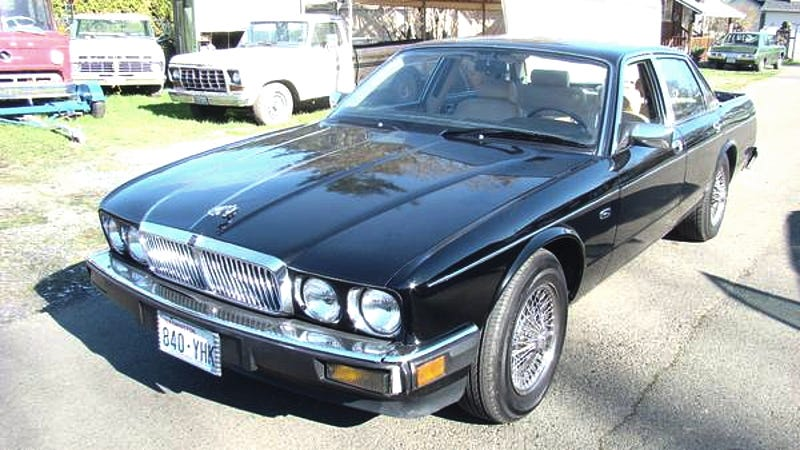 Illustration for article titled For $8,999, This 1989 Jaguar XJ6 Is Business Up Front And A Party In Back