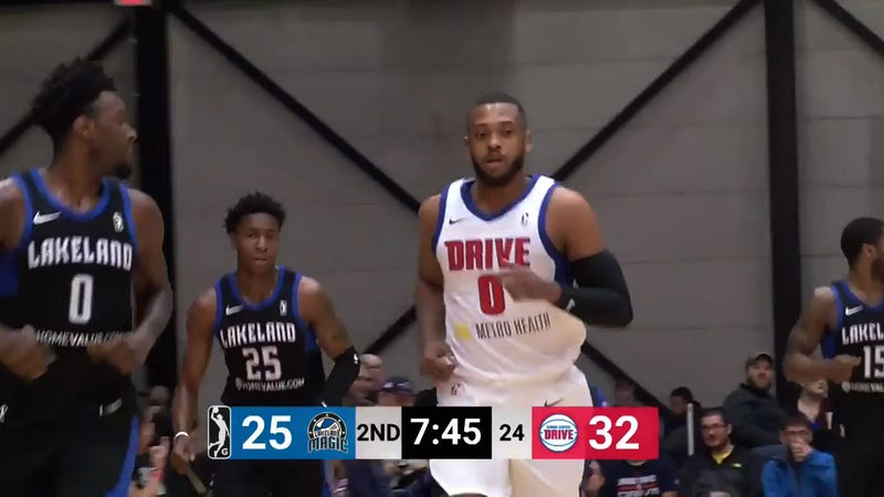 Illustration for article titled NBA D-League Player Zeke Upshaw Dies After Collapsing On Court