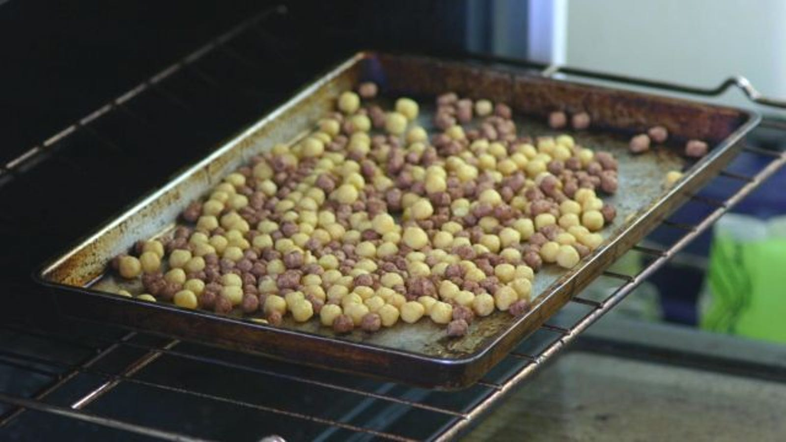 Revive stale cereal in your oven ccuart Images