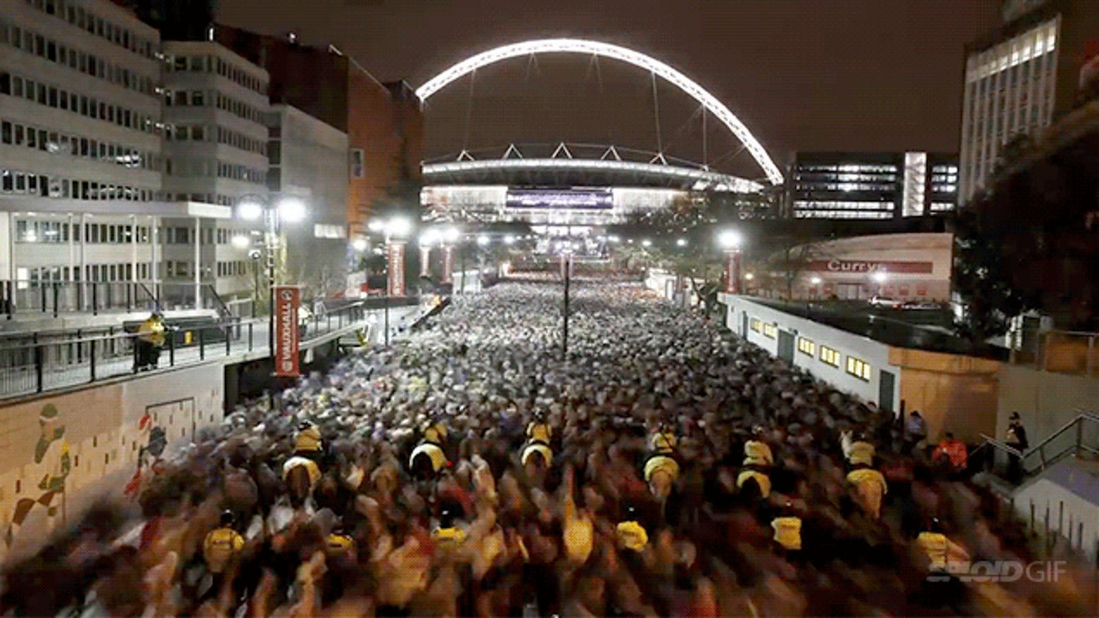 Amazing time-lapse shows river of 70,000 people leaving Wembley Stadium