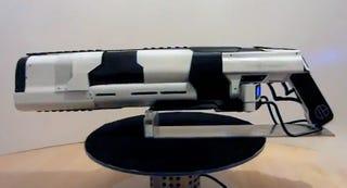 Illustration for article titled Este rifle láser de aluminio incorpora refrigeración líquida