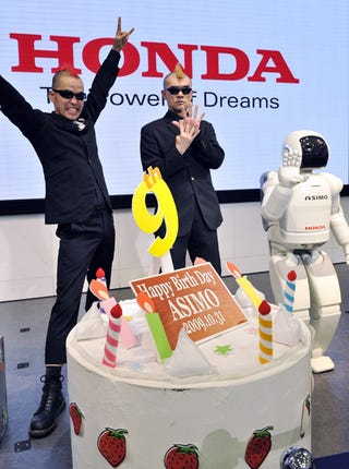 Illustration for article titled Honda Asimo Turns Nine, Parties Like A Robot