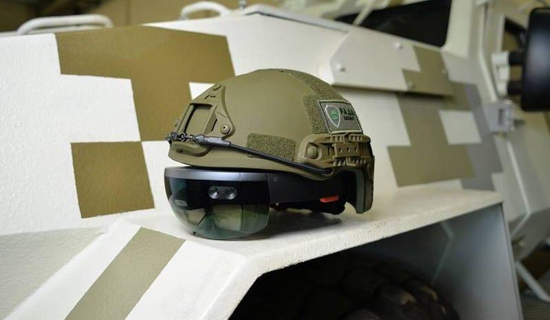 Illustration for article titled El ejército de Ucrania prueba gafas HoloLens para ver a través de los tanques