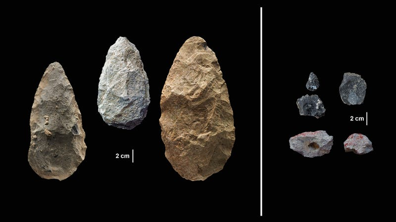 On the left, old-timey stone tools of the Acheulian, and on the right, the sexy new compact tools of the Middle Stone Age.