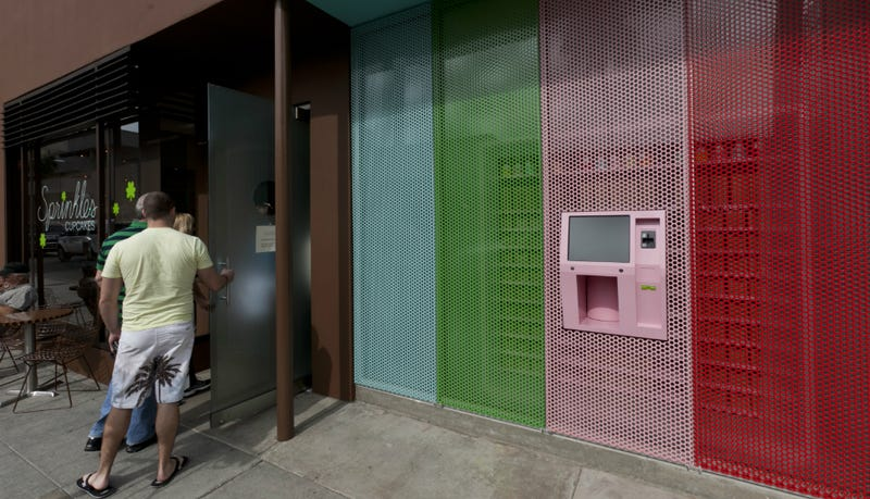 Illustration for article titled Kitchenette: NY Now Has a 24-Hour ATM That Dispenses Cupcakes