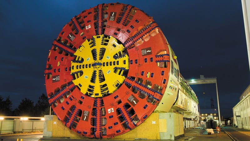 Illustration for article titled The World's Largest Tunnel Boring Machine: A 400-Foot, 9.5-Million Pound Mechanical Earthworm