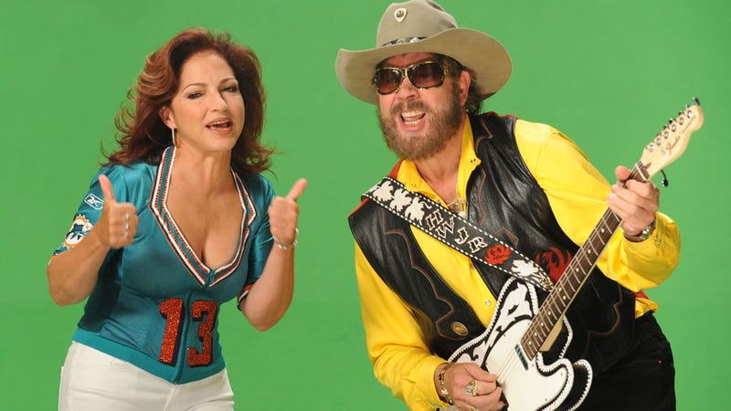 """Gloria Estefan and Hank Williams Jr. sing """"Are You Ready for Some Football"""" in Spanish as part of a 40th anniversary celebration of Monday Night Football in 2009. (Photo: Rick Diamond/Getty Images)"""