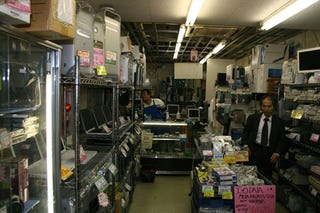 Illustration for article titled Akihabara's U&J Macs is a Museum to, and Graveyard of, Old Macs