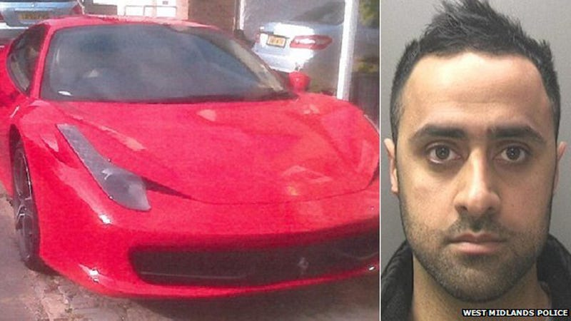 Illustration for article titled Crooked Cop Outed As Gang Member After Driving A Ferrari To Work