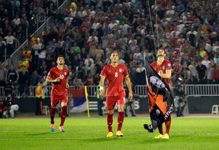 Illustration for article titled Salamoni döntést hozott az UEFA a félbeszakadt szerb-albán meccsről