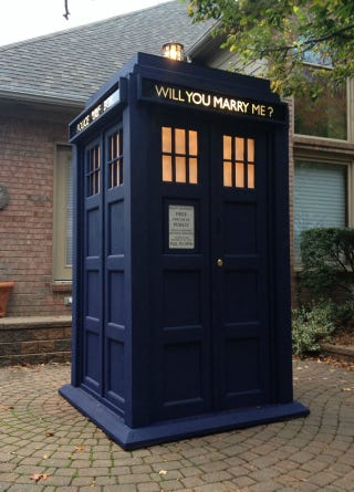 Illustration for article titled Excellent Doctor Who Proposal Includes Gorgeous, Life-Size TARDIS