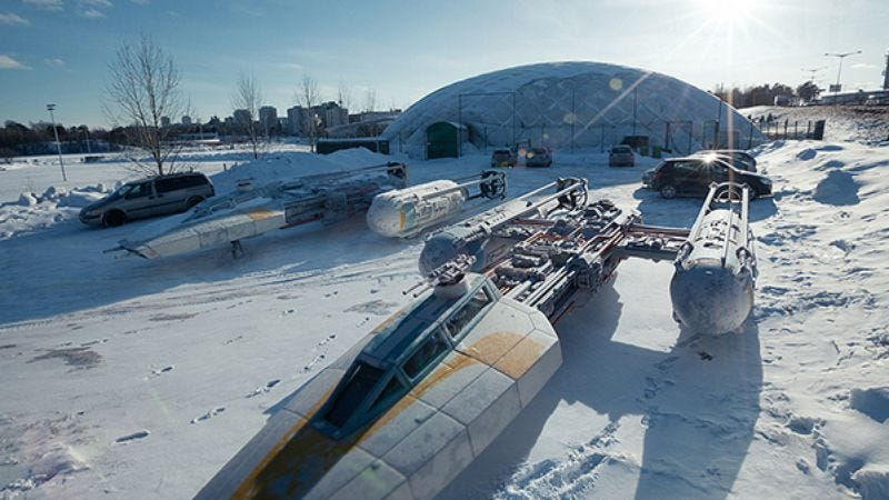 Illustration for article titled Here are some awesome photos that make Star Wars toys look like real ships