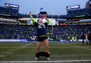 Illustration for article titled Pantsless Seahawks Fan!