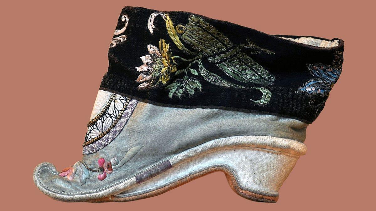 Resultado de imagen para imagenes de pies de chinas con zapatillas bordadas pie de lirio