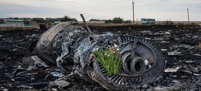 Illustration for article titled Armed Ukraine Rebels Seize Control Of Bodies At MH17 Crash Site