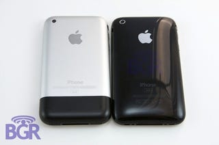 Illustration for article titled iPhone 3G First US Unboxing (Best Photos Yet)