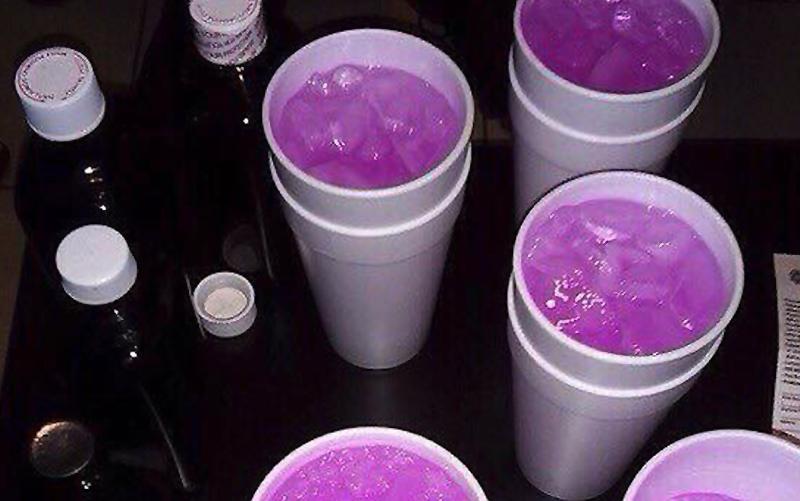 Illustration for article titled Qué es el Purple Drank, la droga casera de moda en México que algunos confunden con una bebida de Los Simpson