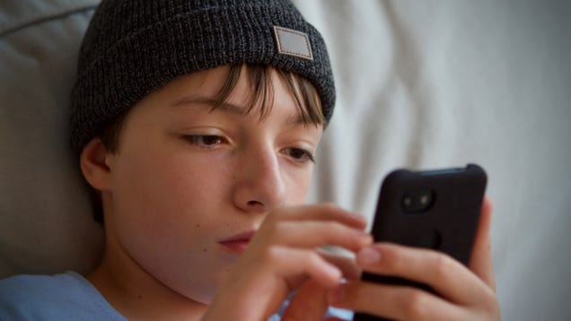 When Should Your Kid Get Their First Cell Phone?