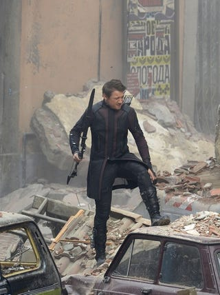 Illustration for article titled Hawkeye's New Avengers: Age Of Ultron Outfit Looks A Bit Odd