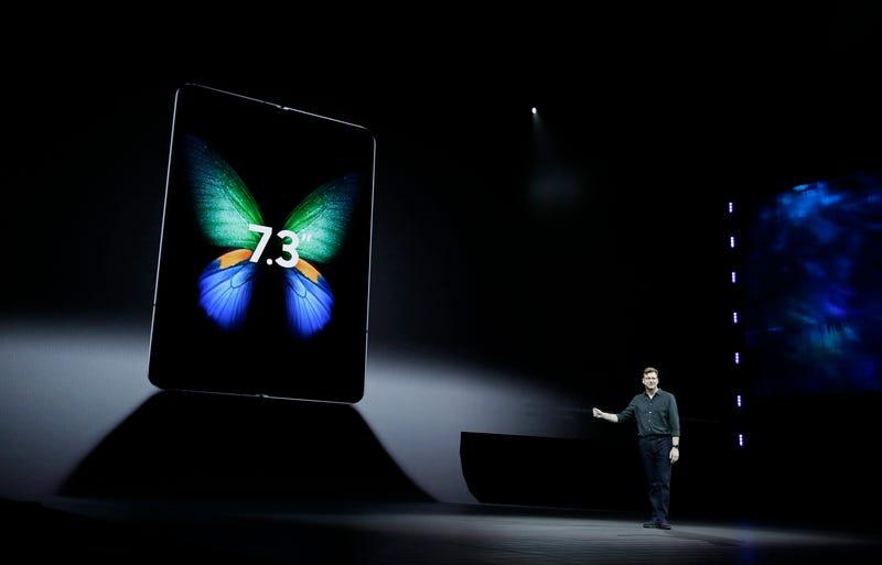 Illustration for article titled Cuatro puntos que nos hacen dudar del éxito del Samsung Galaxy Fold, el teléfono que se dobla