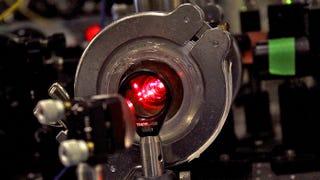 Logran enfriar una molécula con láser hasta casi el cero absoluto