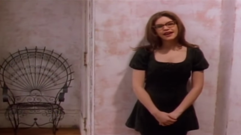 """Illustration for article titled Turn the radio on, turn the radio up 'cause Lisa Loeb sang """"Stay"""" at the Reality Bites reunion"""