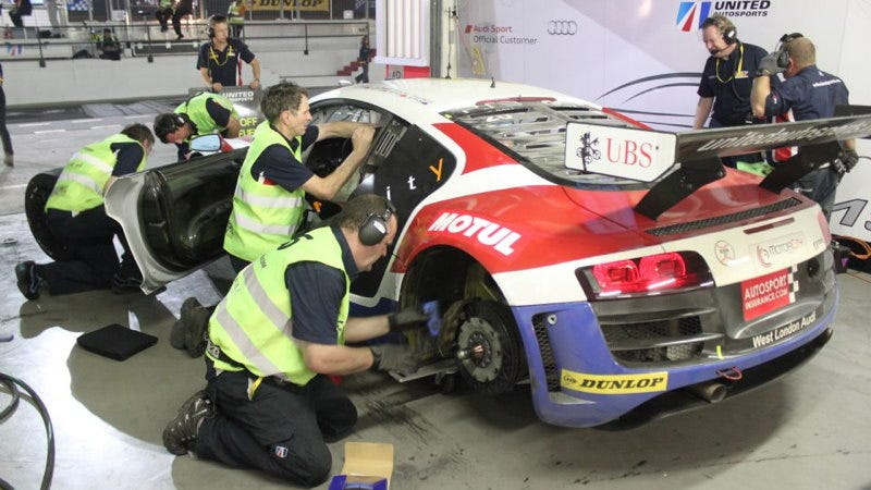 Illustration for article titled Facebook Answers Audi Engineer's Cry For Help During Dubai 24 Hours Race
