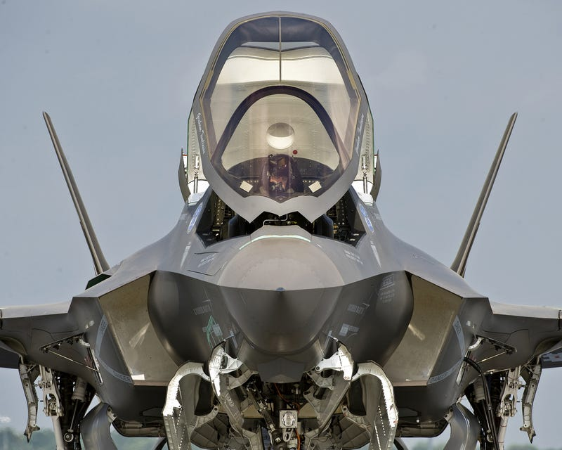Illustration for article titled Cool frontal shot really makes the F-35 look like a sci-fi starfighter