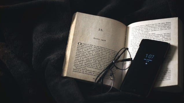 Why You Should Read A Book With A Stranger Utter Buzz