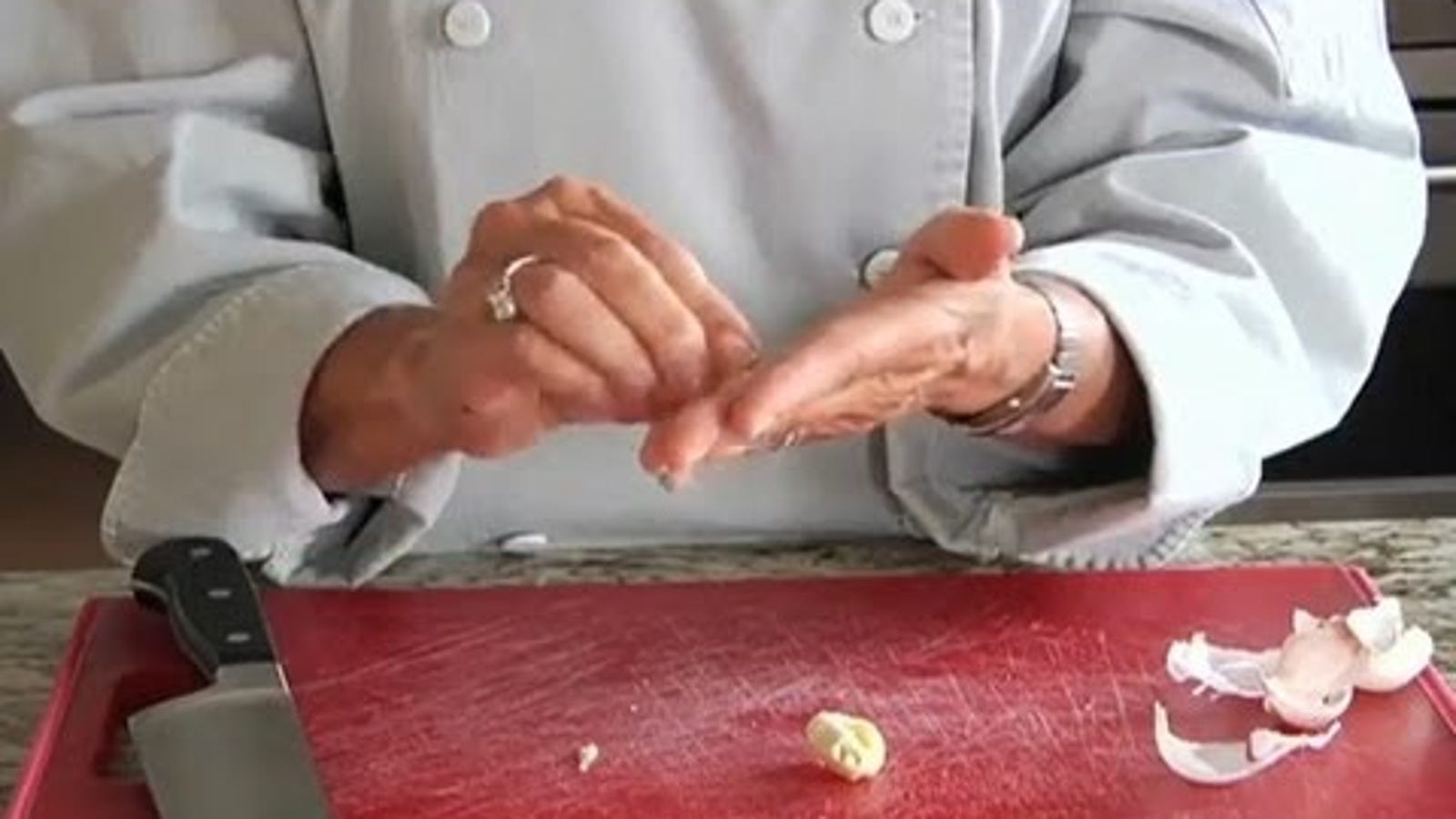 Get the Garlic or Onion Smell Off Your Hands by Rubbing Them