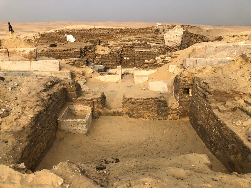 """Illustration for article titled Sorpresa al abrir una tumba en Egipto: pertenecía al """"guardián de los secretos"""" de un faraón"""