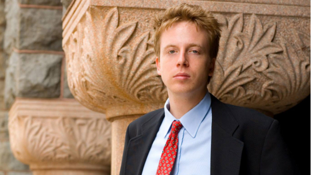 """Barrett Brown to Spend 5 Years In Jail For """"Linking to Hacked Material"""""""