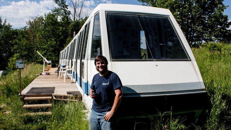 Este joven de Minnesota se ha gastado $1000 en comprar un monoraíl como el de los Simpsons