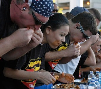Illustration for article titled Woman Downs 181 Buffalo Wings To Win Eating Contest