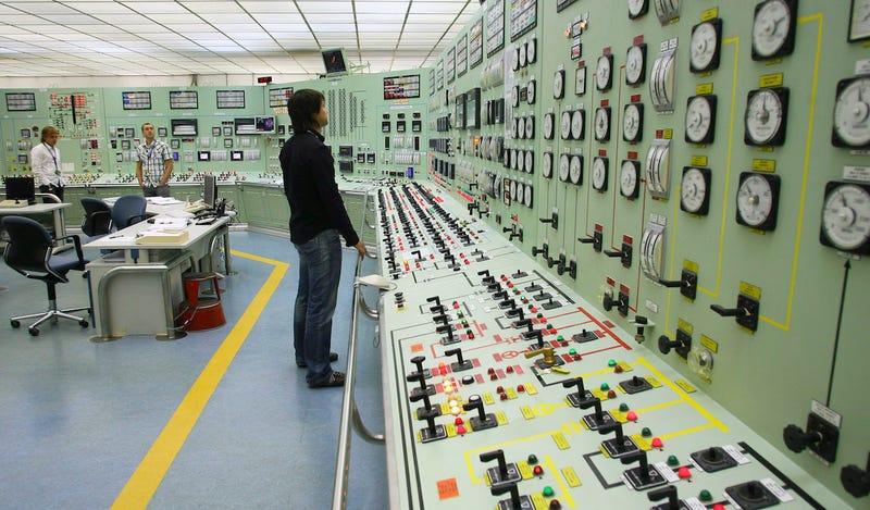 Cuarto de control de la central nuclear Santa María de Garoña en España. (Foto: AP Images).