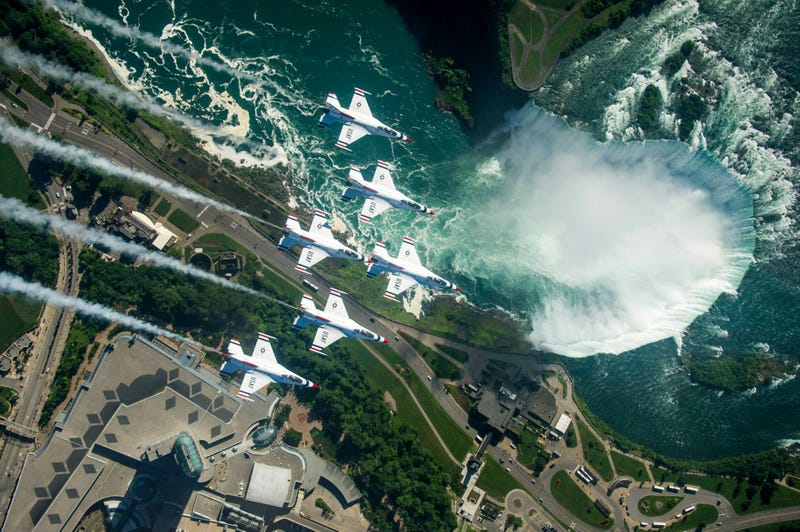 Illustration for article titled Thunderbirds Buzz The Tetons and Niagara Falls In These Stunning Images
