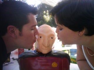 Illustration for article titled Captain Picard Wedding Cake: Make It So!