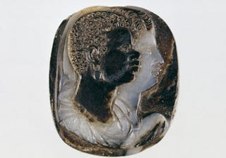 Cameo, XVI century. Overlapping busts of a black man and a white woman. Paris, Bibliothèque nationale, Cabinet des Médailles