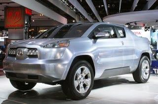 Illustration for article titled Detroit Auto Show: 2008 Toyota A-BAT Concept Live Shots