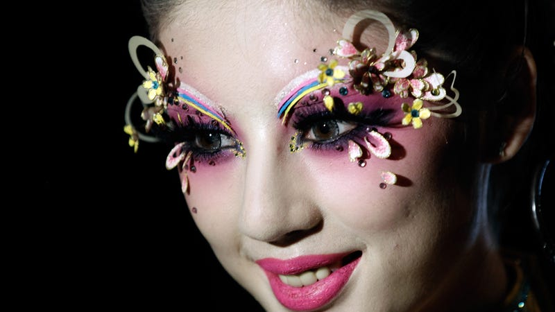 Illustration for article titled We All Need to Do Our Makeup Like This Immediately