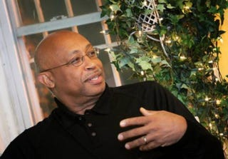 Michel du Cille meets with a dinner group of Washington journalists of color in October. He spoke of his enthusiasm for covering the Ebola story in Liberia.Sharon Farmer