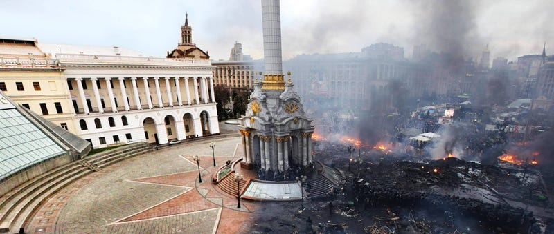 Illustration for article titled Shocking image of Kiev's Independence Square before and after the riots