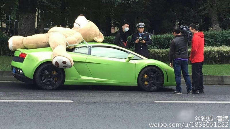 Illustration for article titled Chinese Lamborghini Owner Reportedly Fined For Driving With A Giant Stuffed Bear On His Roof