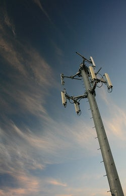 Illustration for article titled Workers Falling to Death from Cell Towers: Fast 'n' Furious 3G Rollout to Blame?