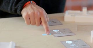 Illustration for article titled Este prototipo de realidad aumentada hace táctil cualquier superficie